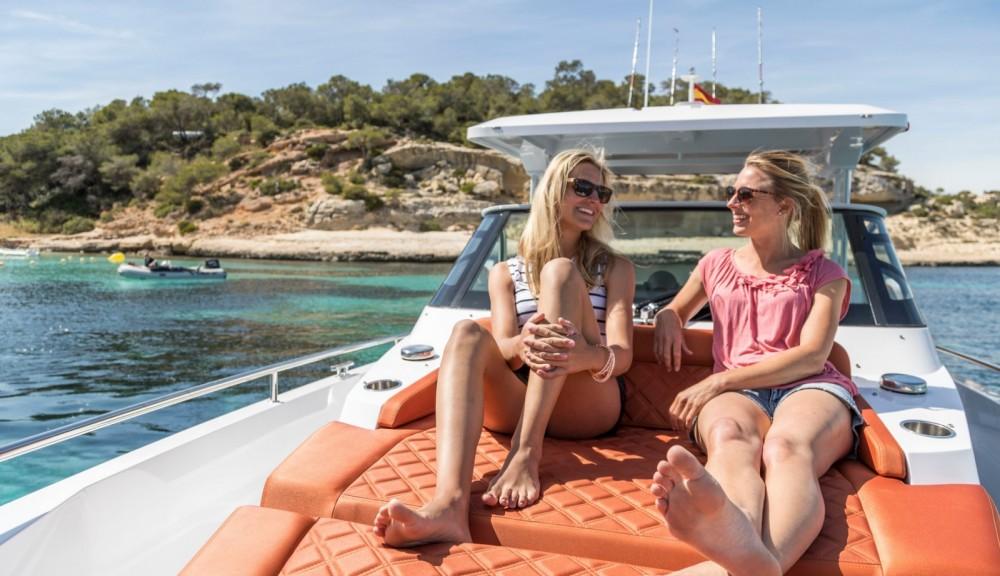 Rental Motor boat in Castelló d'Empúries - Axopar 37 T-Top