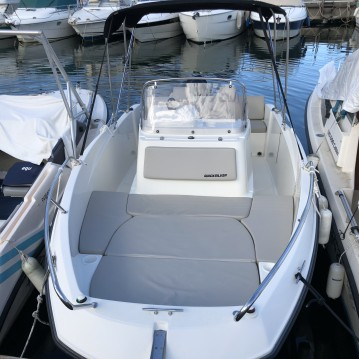 Boat rental Quicksilver 555 in Mandelieu-la-Napoule on Samboat