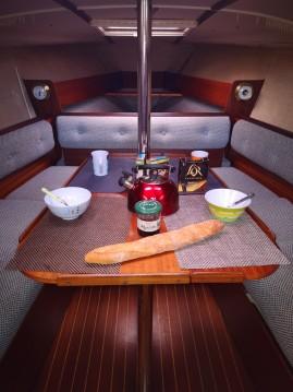 Rental Sailboat in Lorient - Jeanneau Fantasia 27