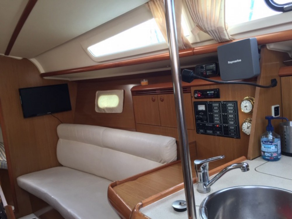 Rental Sailboat in Bandol - Jeanneau Sun Odyssey 32i