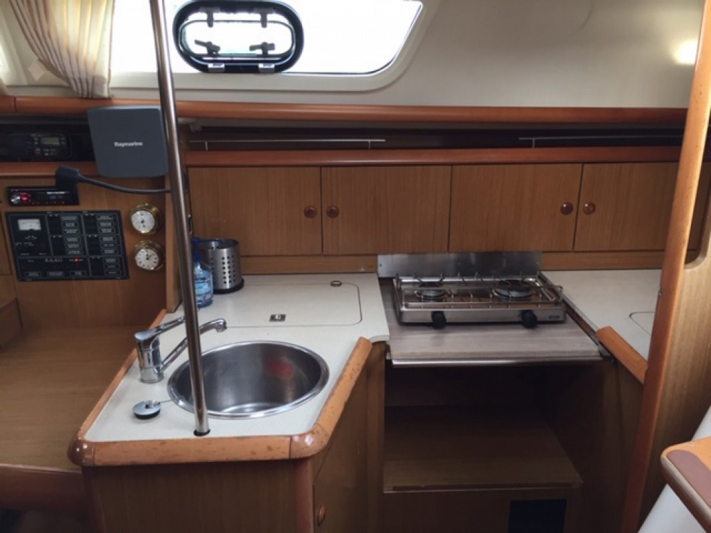 Jeanneau Sun Odyssey 32i between personal and professional Bandol