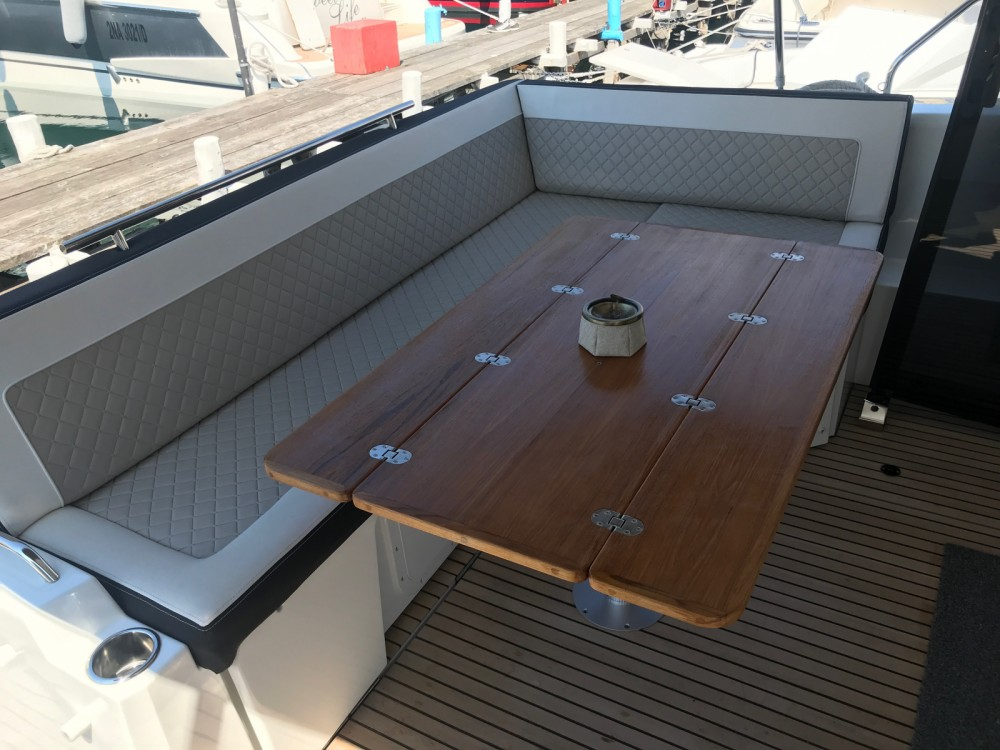 Jeanneau NC 37 between personal and professional Capri