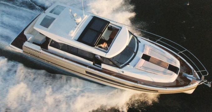 Louer Bateau à moteur avec ou sans skipper Jeanneau à Capri