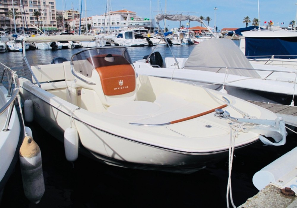 Hire Motor boat with or without skipper Invictus  Saint-Cyprien