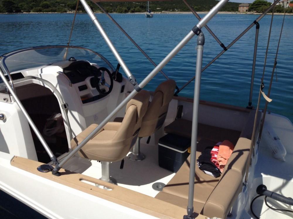Jeanneau Cap Camarat 6.5 WA zwischen Privatpersonen und professionellem Anbieter Zadar