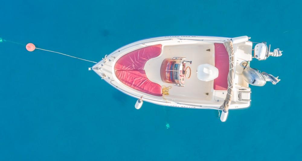 Motorboot te huur in Ηράκλειο voor de beste prijs