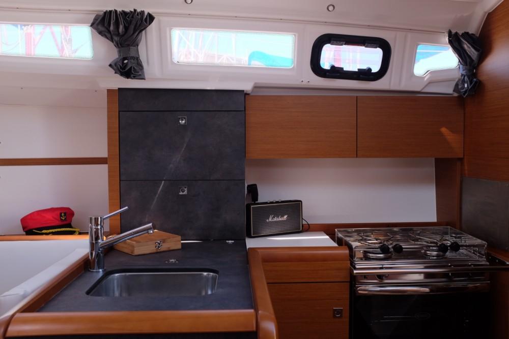 Boat rental Jeanneau Sun Odyssey 349 in Lisbon on Samboat
