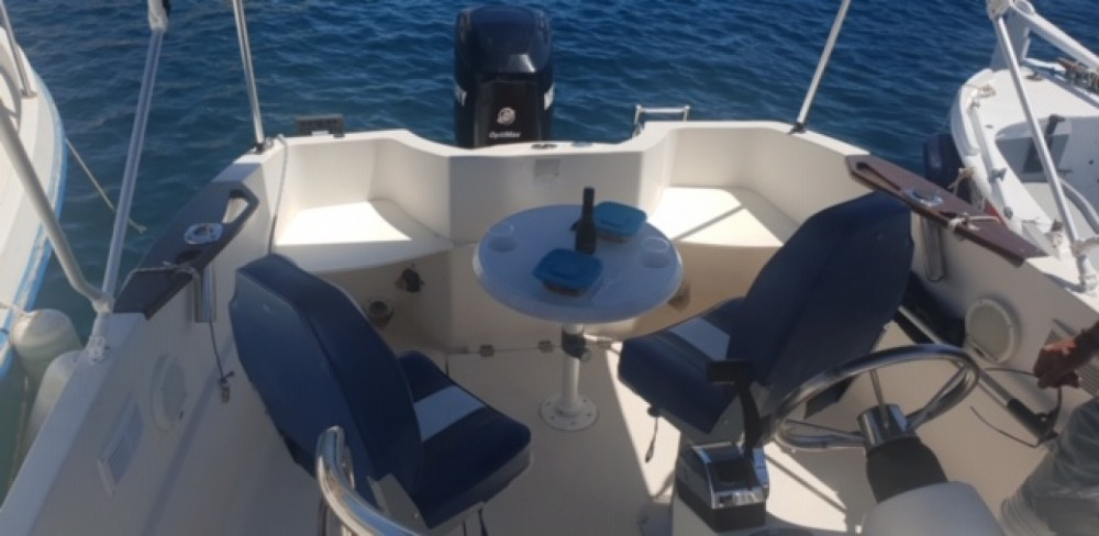 Motor boat for rent Saint-Cyr-sur-Mer at the best price