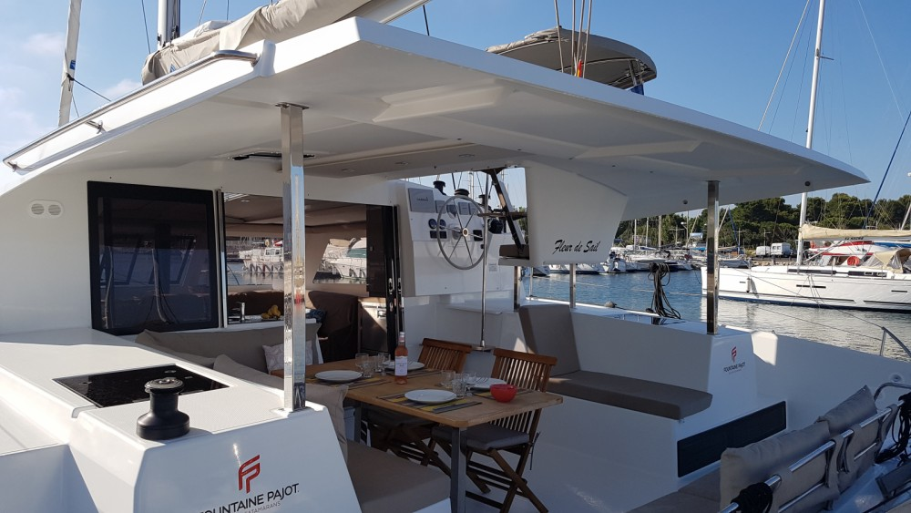 Boat rental Fountaine Pajot Lucia 40 Maestro in Canet-en-Roussillon on Samboat
