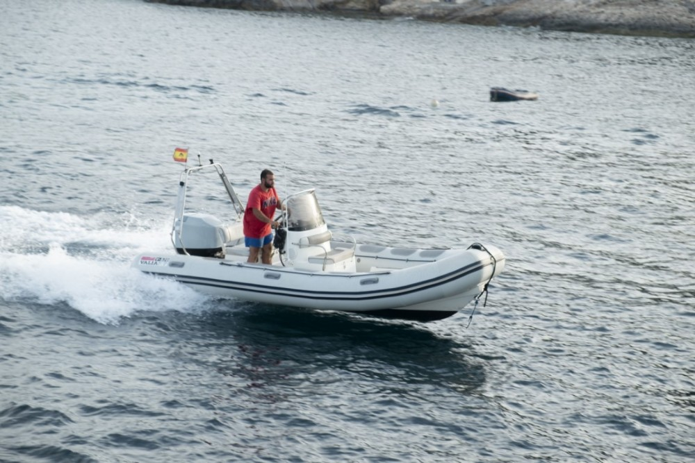 Boat rental Valiant DR 570 in Sant Antoni de Portmany on Samboat