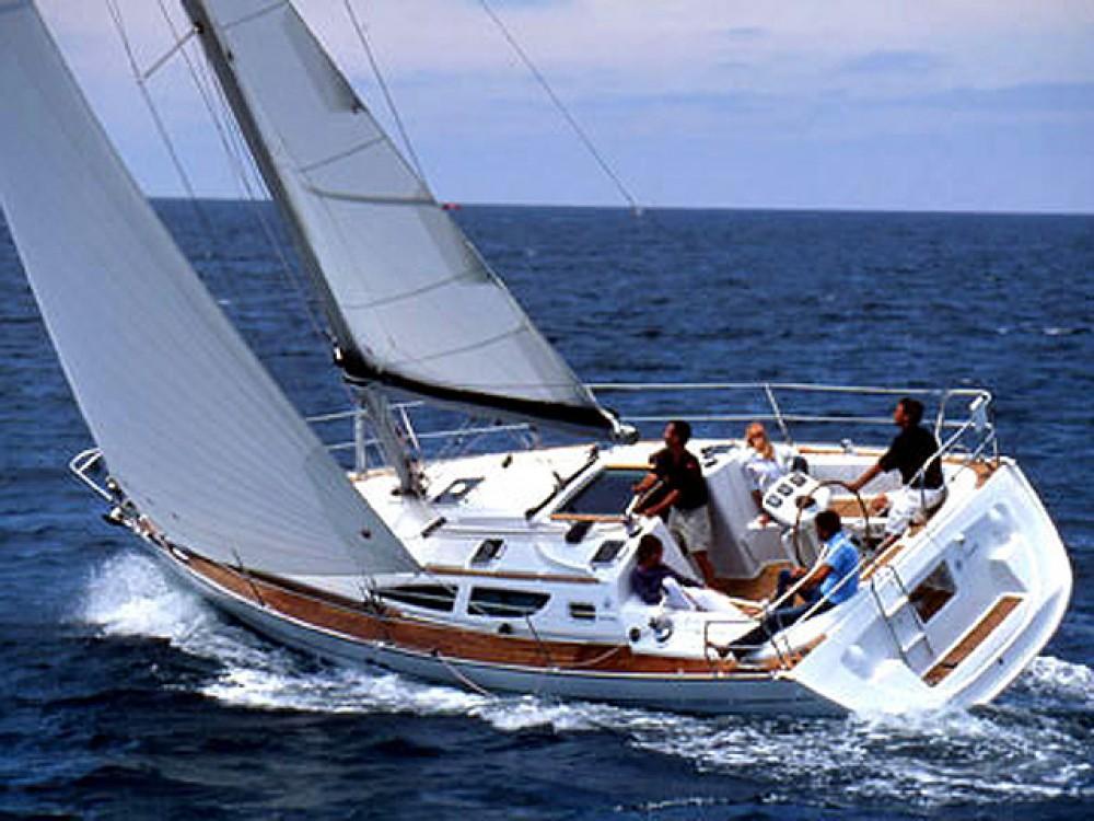 Jeanneau Sun Odyssey 35 between personal and professional Marina de Alimos