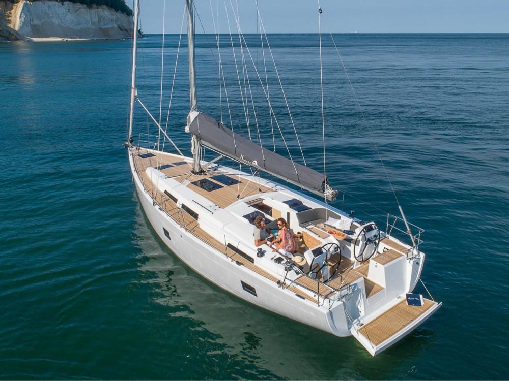 Rental Sailboat in Marina de Alimos - Hanse Hanse 458