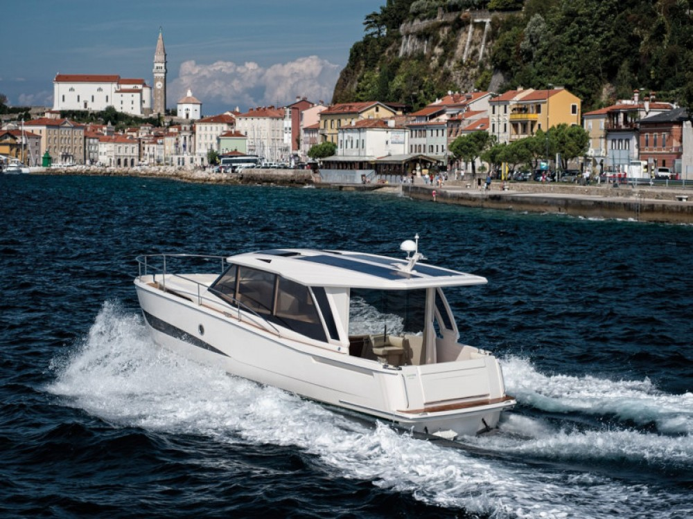 Hire Motor boat with or without skipper Greenline Marina Zadar