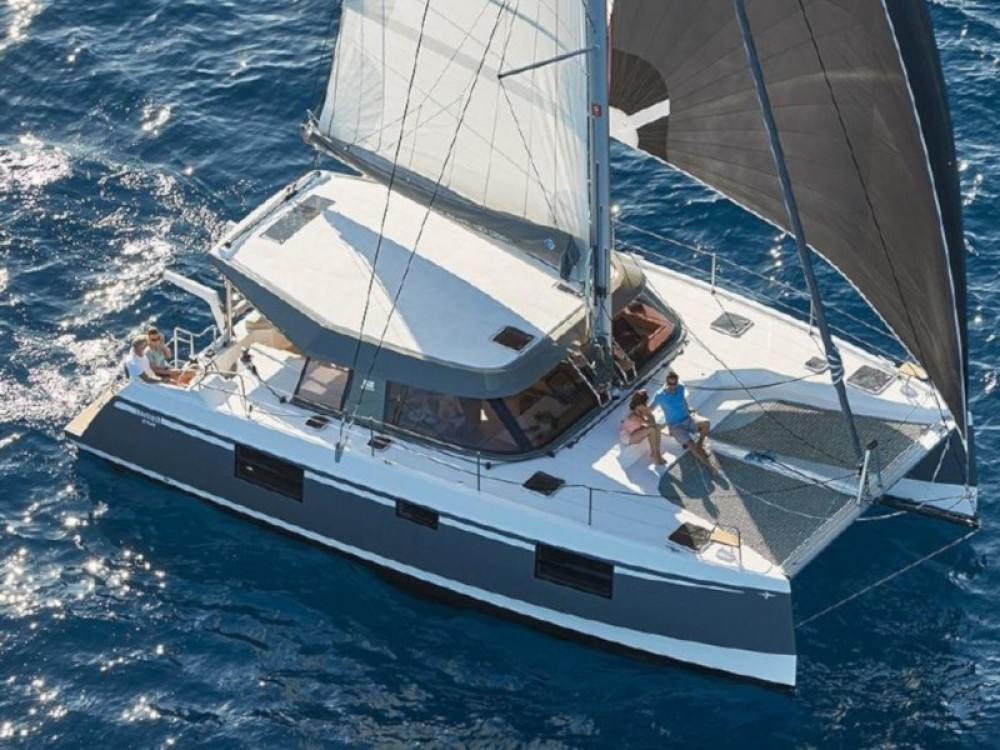 Hire Catamaran with or without skipper Nautitech Marina de Alimos