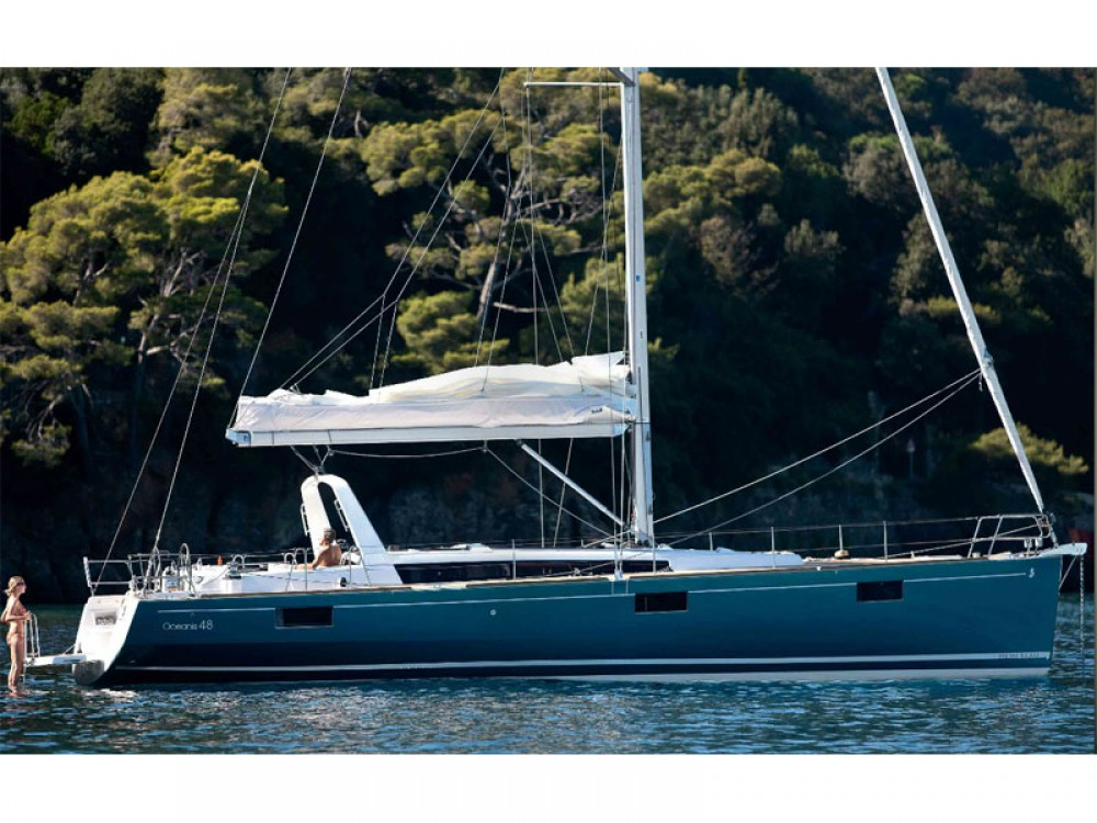 Bénéteau Oceanis 48 between personal and professional Marina de Alimos