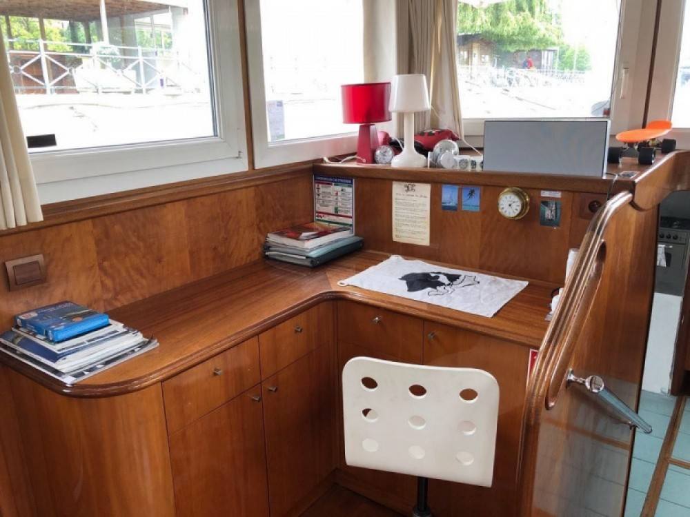 Houseboat for rent Île-de-France at the best price