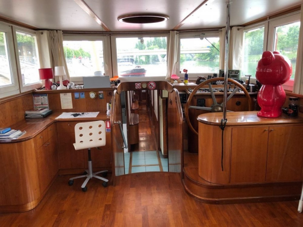Rental Houseboat Liberté with a permit