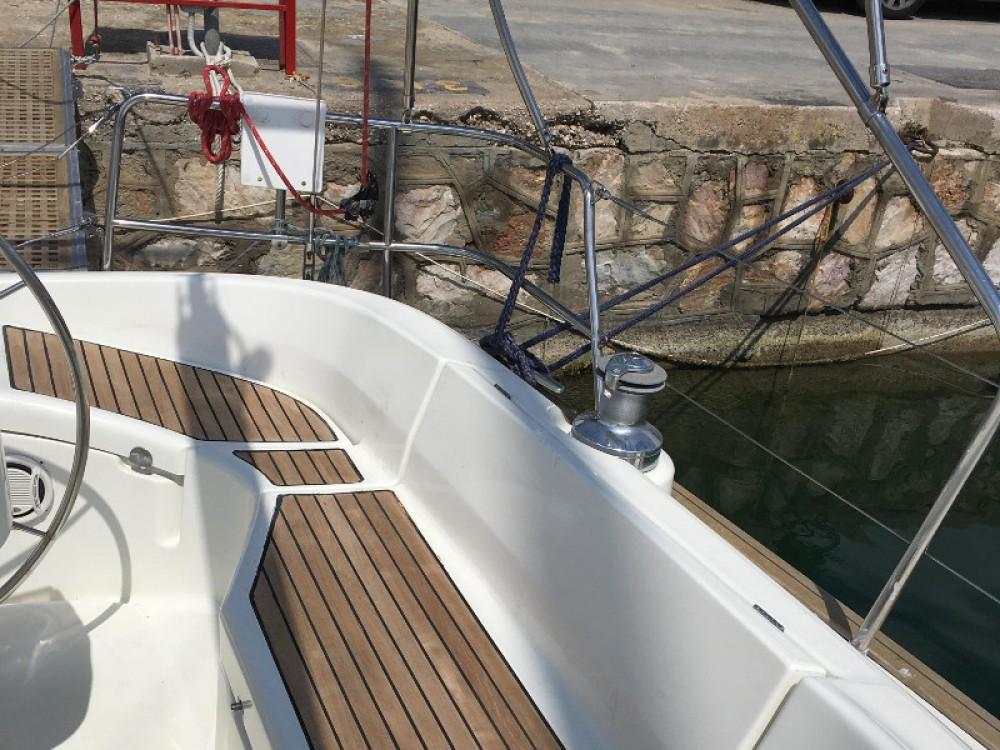 Rent a Bénéteau Oceanis 411 Alimos Marina
