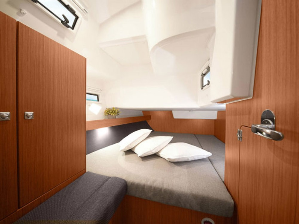 Rent a Bavaria Bavaria Cruiser 36  Skiathos