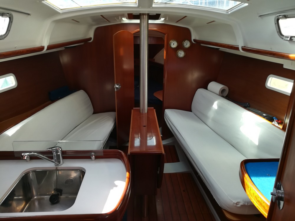 Rental yacht Castiglione della Pescaia - Bénéteau Oceanis 323 on SamBoat
