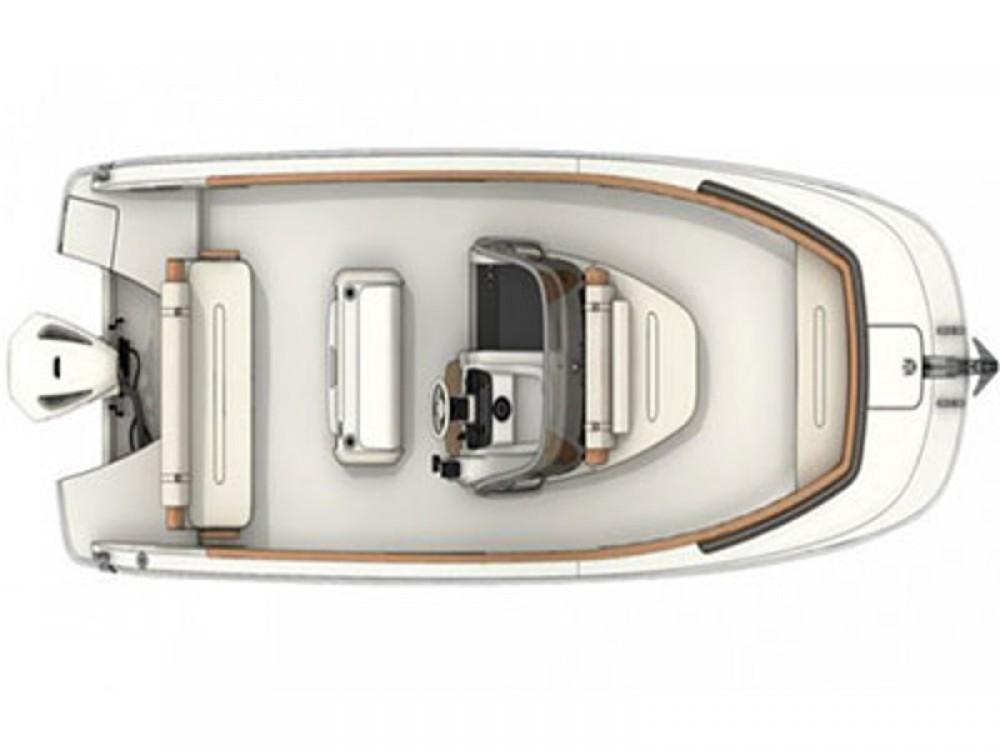 Rental yacht Maó - Invictus  Invictus 240 FX on SamBoat