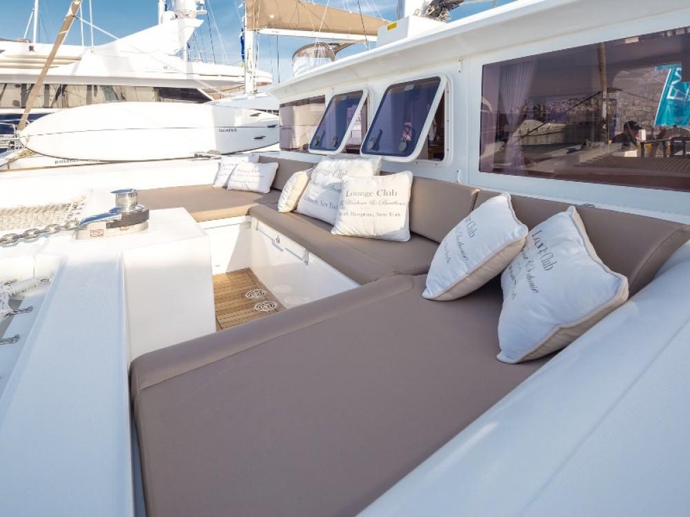 Boat rental Lagoon Lagoon 450 in Marina de Alimos on Samboat