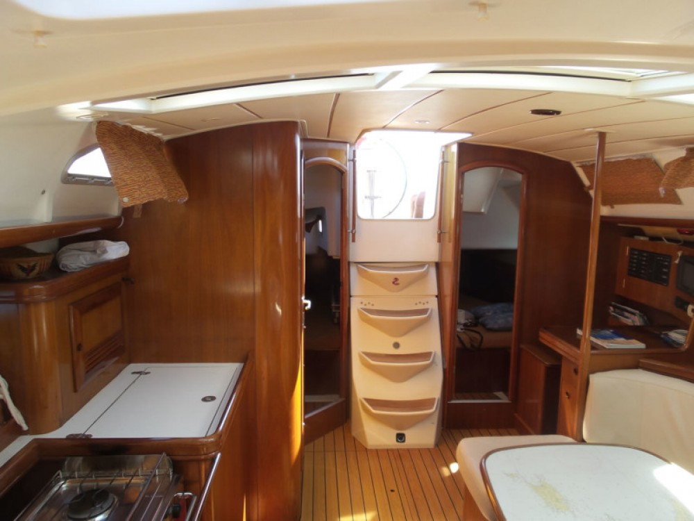 Rent a Bénéteau Oceanis 393 Clipper Split