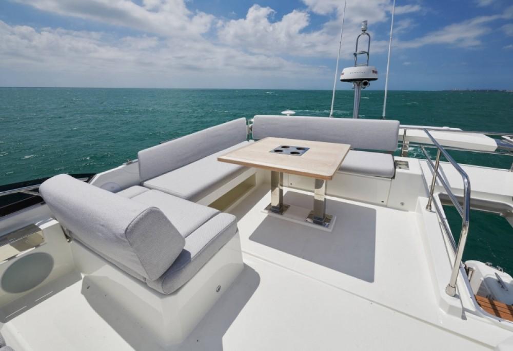 Location bateau Croatie pas cher Prestige 590 Flybridge - 3 + 1 cab.