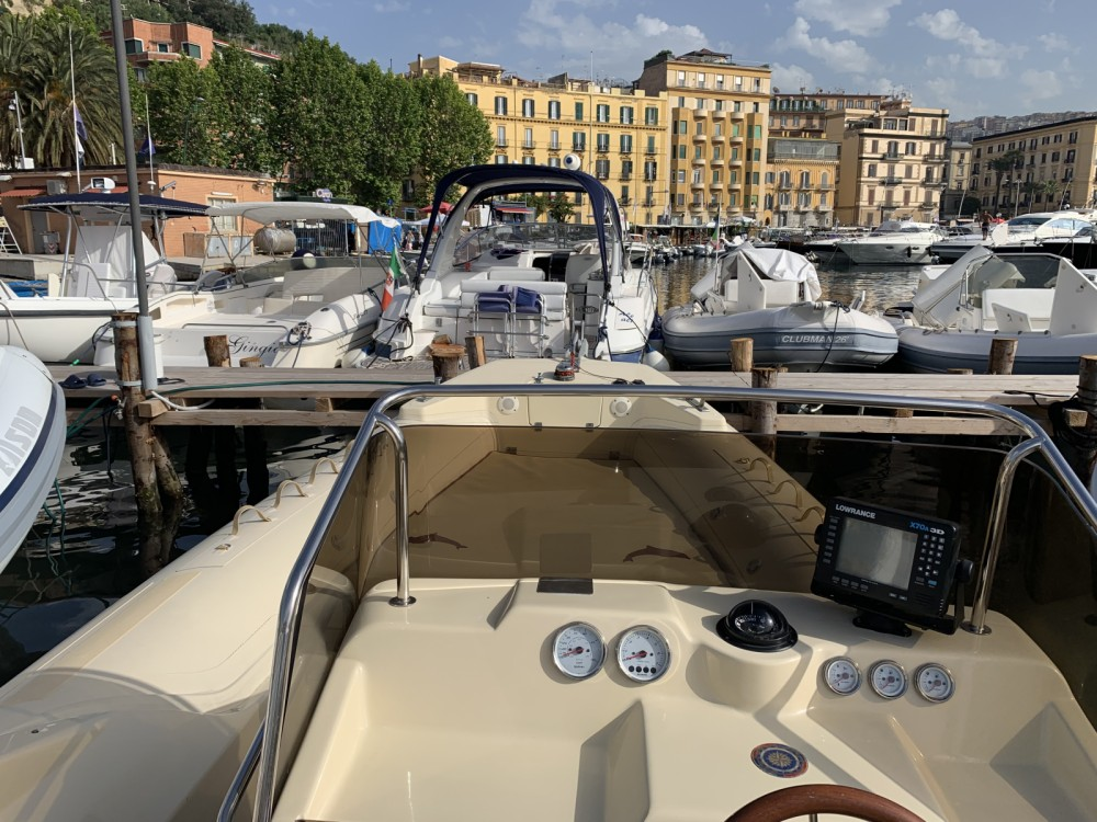 Noleggio barche Napoli economico 25 offshore