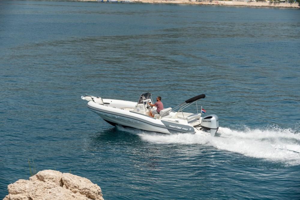 Louez un Marlin Boat 790 Pro Dynamic à Trogir