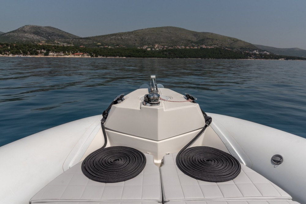 Louer Semi-rigide avec ou sans skipper Marlin Boat à Trogir