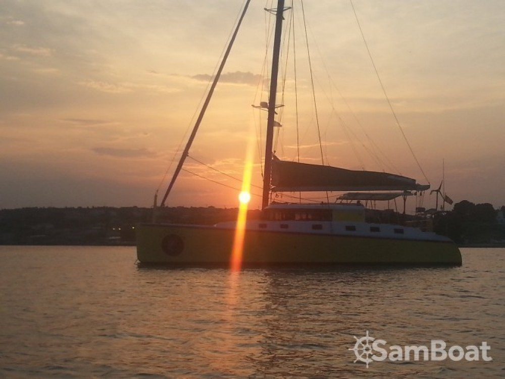 Location bateau Hyères pas cher LAZZI 1402