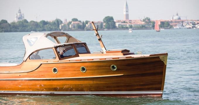 Boat rental Venice cheap Pettersson Model R29 OC