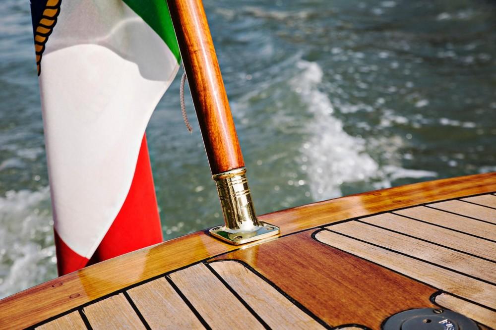 Bootverhuur Venetië goedkoop Pettersson Model R29 OC