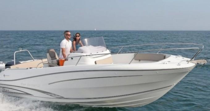 Location bateau Le Grau-du-Roi pas cher Cap Camarat 7.5 CC Style