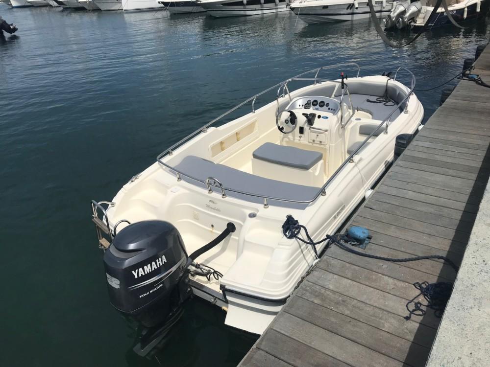 Location bateau Fréjus pas cher Ranieri 650 Sundeck