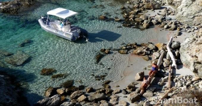 Louer Semi-rigide avec ou sans skipper Zodiac à Saint-Florent