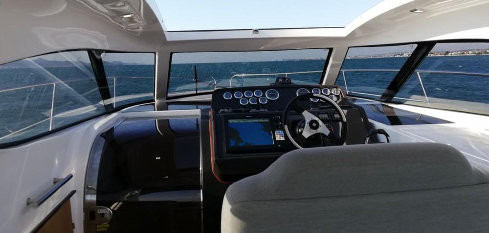 Louez un Focus Motor Yachts FOCUS Power 33 à Sukošan