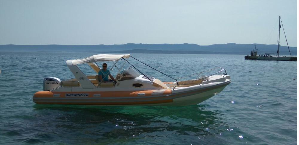 Boat rental Bol cheap B27