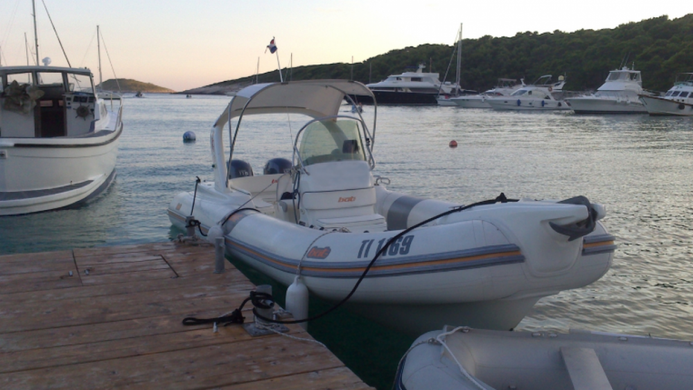 Location bateau Bat artik 745 à Bol sur Samboat