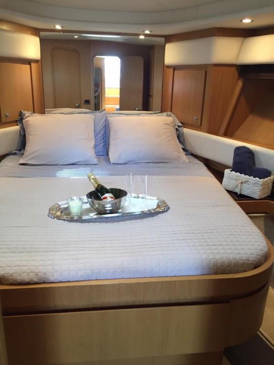 Location Yacht Rizzardi avec permis