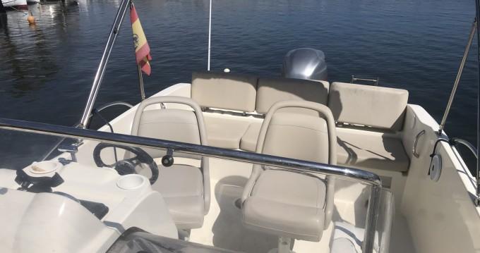 Location bateau Minorque pas cher Activ 675 Sundeck
