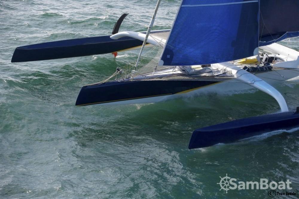 Trimaran Prototype course entre particuliers et professionnel à Lorient