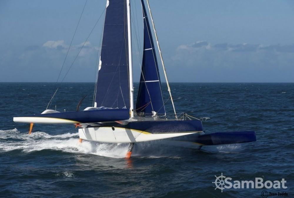 Location bateau Trimaran Prototype course à La Trinité-sur-Mer sur Samboat