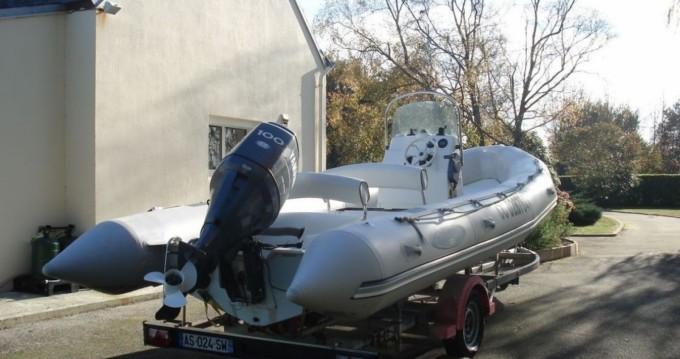 Location bateau Bombard Explorer 640 SB à Bénodet sur Samboat
