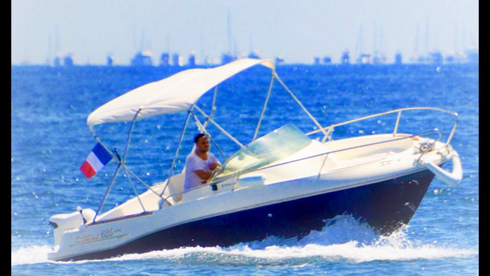 Louer Bateau à moteur avec ou sans skipper Jeanneau à Cannes