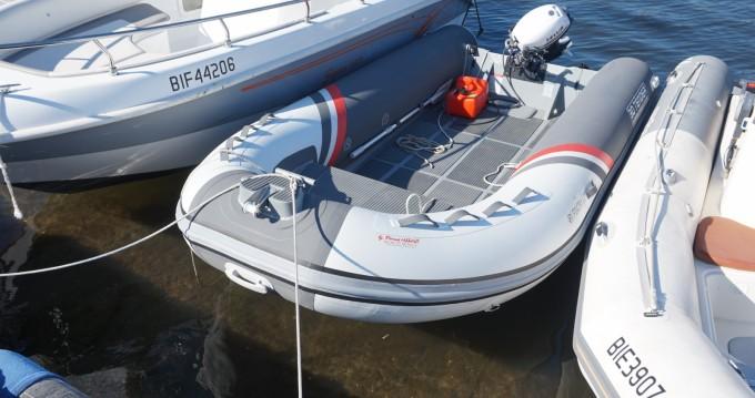 Louer Semi-rigide avec ou sans skipper 3D Tender à Saint-Florent