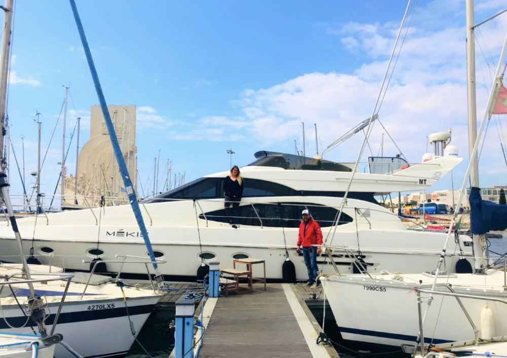 Rental Yacht in Área Metropolitana de Lisboa - Azimut Azimut 52 Fly