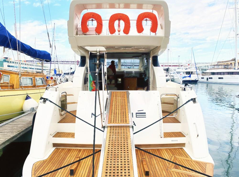 Boat rental Azimut Azimut 52 Fly in Área Metropolitana de Lisboa on Samboat