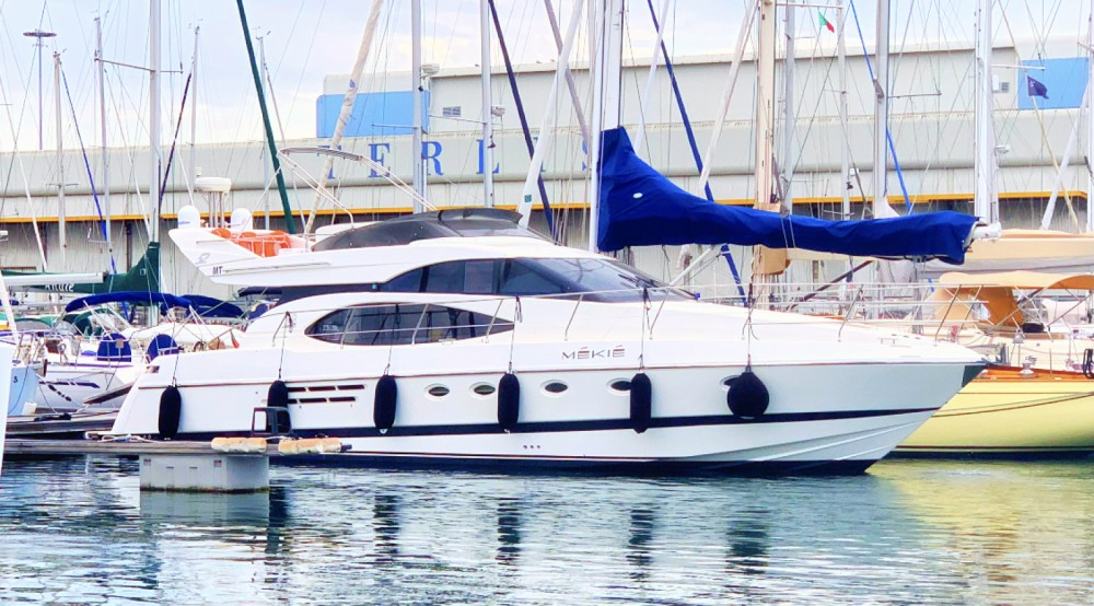 Yacht for rent Área Metropolitana de Lisboa at the best price